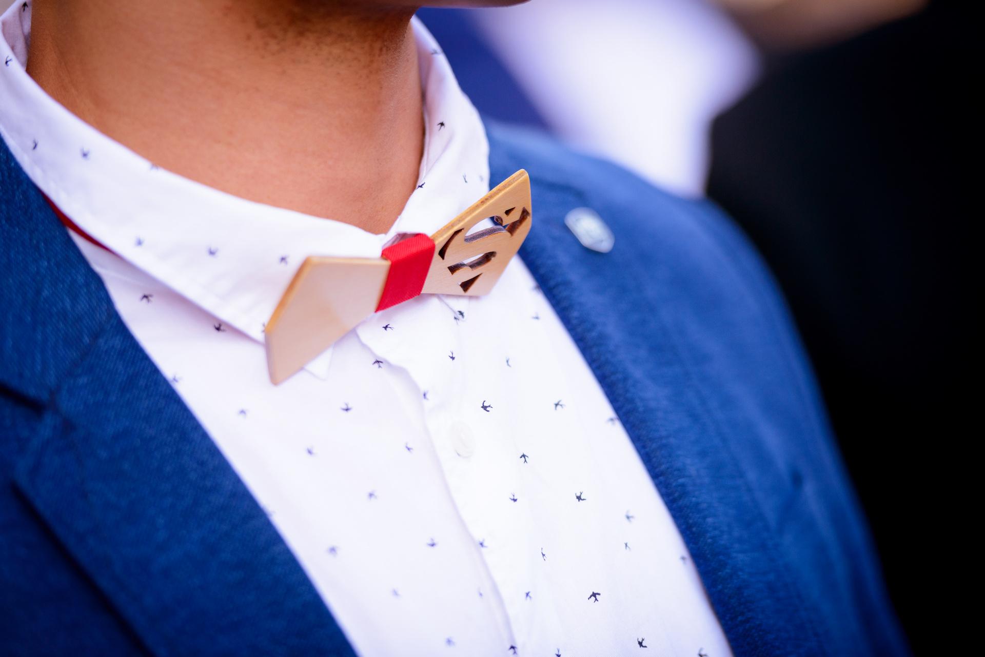 Noeux de cravate en bois, superman. Témoin de mariage